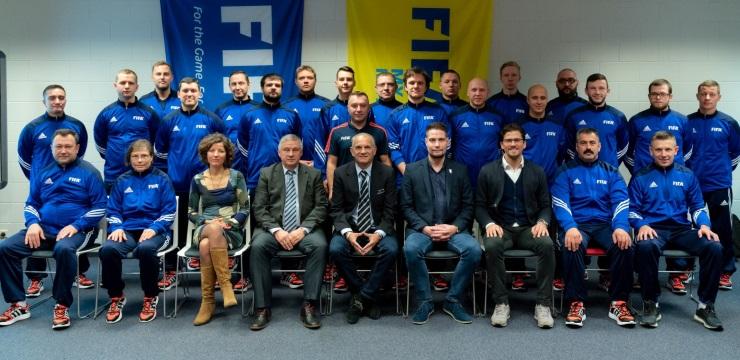 Telpu futbola treneriem FIFA seminārs nīderlandieša vadībā