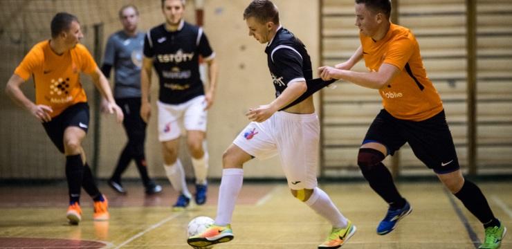 Rīgas telpu futbola čempionāta pirmais etaps ieiet finiša taisnē