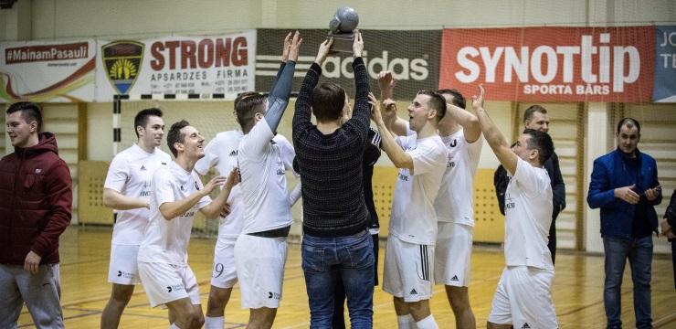 """Par pirmajiem LIKTA kausa ieguvējiem telpu futbolā kļūst """"Evolution Latvia"""""""