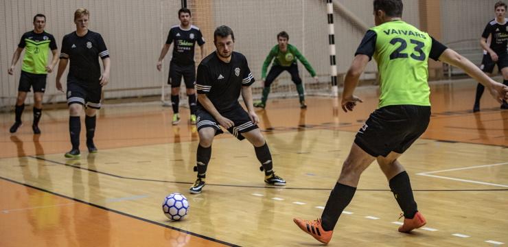 Perfektu bilanci Rīgas telpu futbola čempionātā saglabā vienīgi FK Kadaga