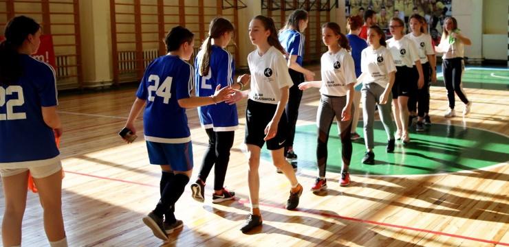 """Projekta """"Meiteņu futbols atgriežas skolās"""" norise pārcelta uz jauno mācību gadu"""