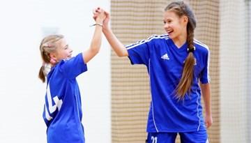 Startējusi jaunā meiteņu telpu futbola čempionāta sezona