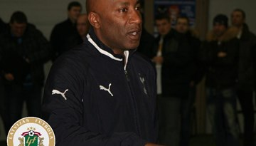 """Notika LFF treneru apmācības seminārs """"Tottenham Hotspur"""" speciālista vadībā"""