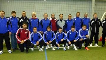 PRO-UEFA treneru kategorijas kursu studenti kārto praktiskā eksāmena uzdevumus