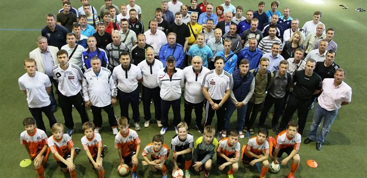 """Rīgā veiksmīgi aizritēja treneru izglītības seminārs """"Spēles inteliģences attīstīšana futbolā"""""""