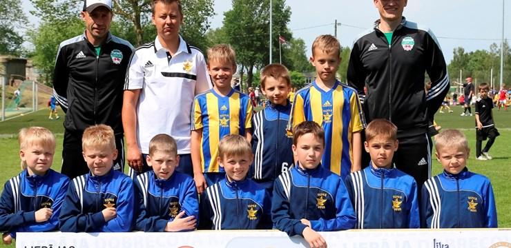 """SK """"Super Nova"""" 2005.gadā dzimušie futbolisti kļūst par """"Dobrecova kauss"""" turnīra uzvarētājiem"""