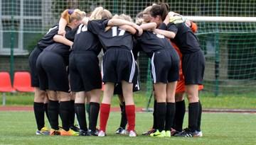 Rīgas Futbola skola vadībā Sieviešu 1.līgas čempionātā pēc pirmā apļa spēlēm