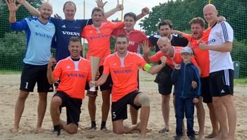 """Latvijas čempioni """"Kreiss"""" triumfē arī Latvijas kausa izcīņā pludmales futbolā"""