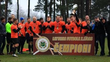 """FC """"Caramba"""" triumfē Latvijas 2.līgas futbola čempionātā"""