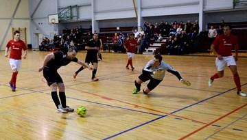 Startējis tradicionālais banku un citu finanšu struktūru telpu futbola turnīrs