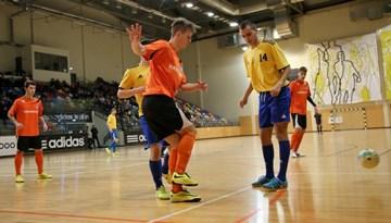 """Daugavpils telpu futbola čempionātā uzvar """"DBT"""" komanda"""