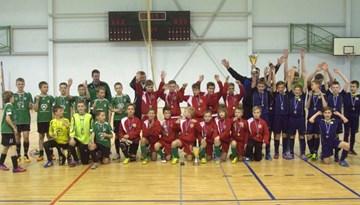 """Latvijas finālsacensībās telpu futbolā 2002. gadā dzimušajiem zēniem uzvar SK """"Kengaroos"""""""