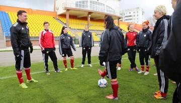 Sieviešu izlase aizvadījusi pirmsspēles treniņu Orhei pilsētas stadionā