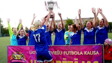 Rīgas Futbola skola otro gadu pēc kārtas triumfē Latvijas Kausa izcīņā sievietēm