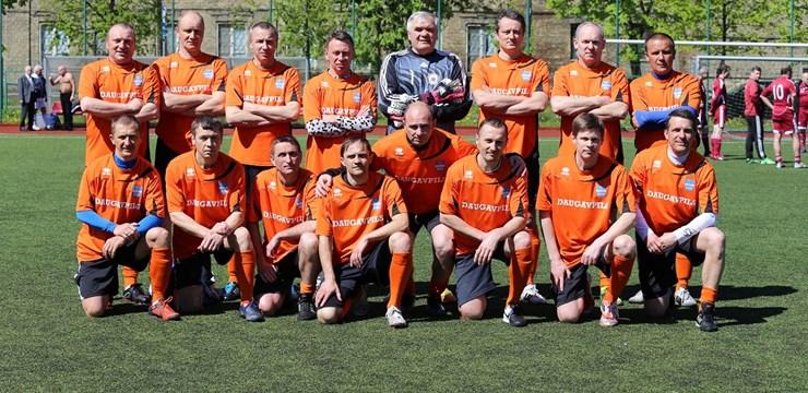 Aizvadīts Latvijas futbola veterānu čempionāta Carnikavas posms