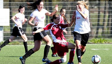 Sieviešu Futbola līgas spēlēs uzvaras svin Rēzeknes BJSS/ VRS Optimists - R un Rīgas Futbola skola