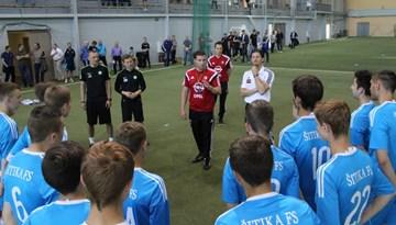 """Ar """"Feyenoord Academy"""" izglītības semināru Rīgā stiprina Latvijas un Nīderlandes futbola sadarbību"""