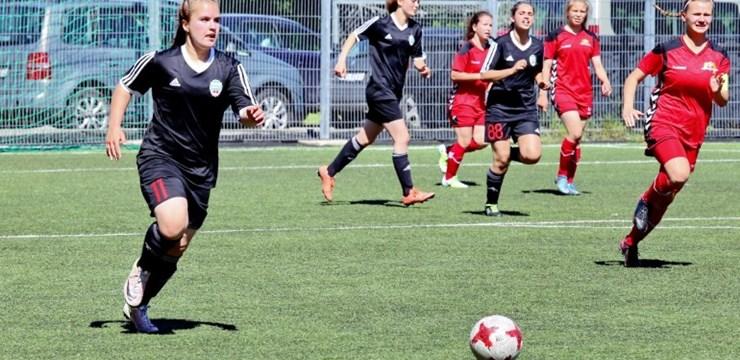 Liepājnieces kā pirmās sasniedz Latvijas sieviešu futbola kausa izcīņas finālu