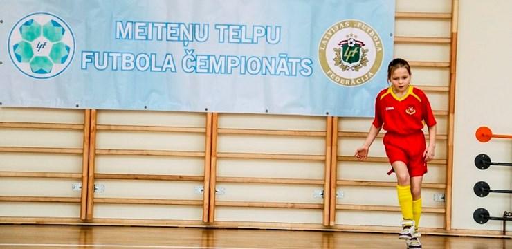 Ar RFS uzvaru noslēgušās Latvijas meiteņu telpu futbola čempionāta cīņas