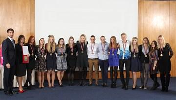 Apbalvotas 2014. gada labākās Sieviešu Futbola līgas spēlētājas un komandas