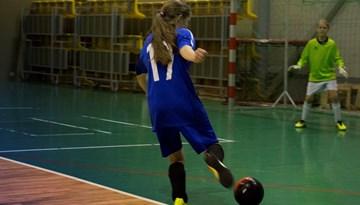 Meiteņu telpu futbola čempionātu uzsākušas 2002. - 2004. gadā dzimušās futbolistes