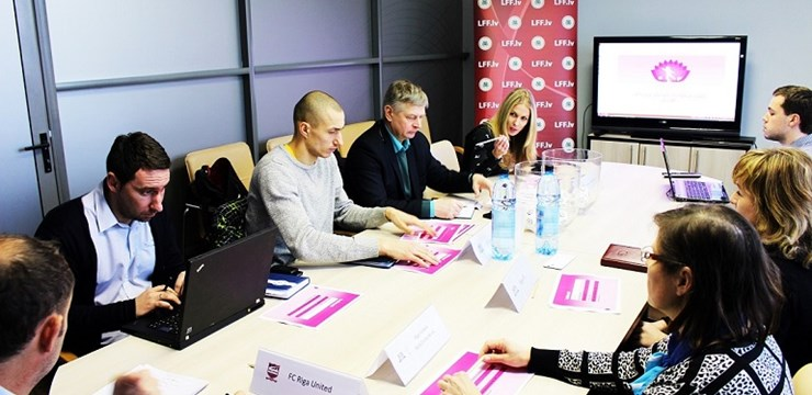Jauno Latvijas Sieviešu futbola līgas sezonu atklās čempionu un jaunpienācēju duelis
