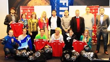 Sieviešu Futbola līgas klubi saņēmuši FIFA dāvāto ekipējumu