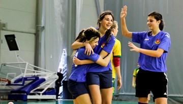 Latvijas meiteņu telpu futbola čempionātu uzsākušas 1999-2001 gadā dzimušās futbolistes