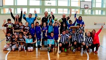 Jaunākās grupas spēlētājas sekmīgi noslēgušas Latvijas meiteņu telpu futbola čempionātu