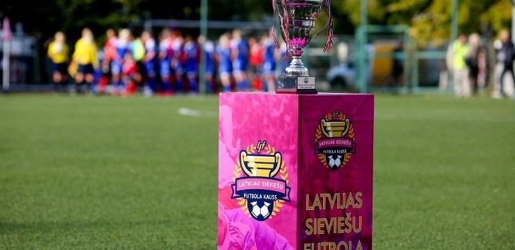 Trofejas īpašnieces pārliecinoši sasniedz Latvijas sieviešu futbola kausa izcīņas pusfinālu