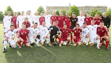 LFF darbinieki draudzības spēlē pārspēj Latvijas futbola līdzjutēju komandu