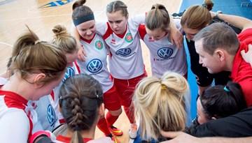 Talsos noskaidros pirmās medaļnieces vecākajā Latvijas meiteņu telpu futbola čempionāta grupā