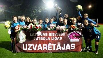Rīgas Futbola skola sveikta kā Sieviešu futbola līgas čempione