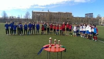 Rīgas skolu futbola finālturnīrā 6.-7. klašu grupā uzvar 64. vidusskola