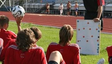 Latvijas jaunatnes treneri UEFA seminārā Somijā