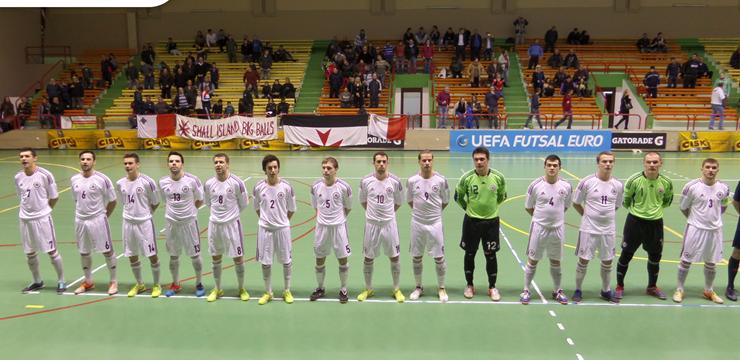 Latvijas telpu futbola izlase pārspēj Maltu un iekļūst pamatturnīrā