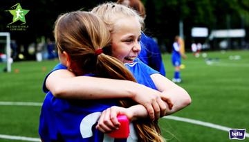 Aizvadīta puse no meiteņu futbola vasaras čempionāta sezonas