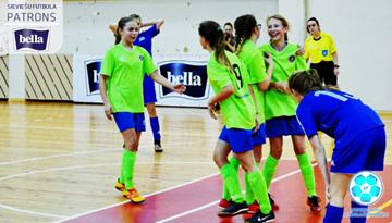 Latvijas meiteņu telpu futbola čempionātā tiks sadalīts pirmais medaļu komplekts