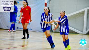 Sezonu sākušas Latvijas meiteņu telpu futbola čempionāta U-14 un U-12 komandas