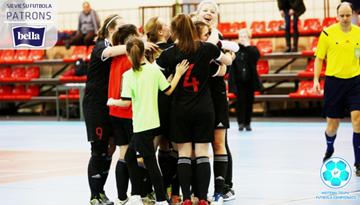 Rīga un Liepāja piesakās augstākajām vietām meiteņu telpu futbola čempionāta vecākajā grupā