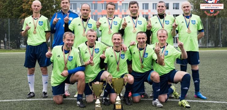 Daugavpils futbola veterāni trešo gadu pēc kārtas uzvar Latvijas čempionātā
