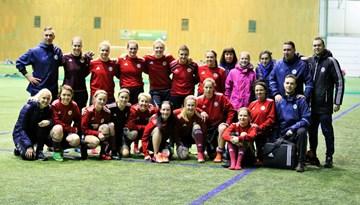 FOTO: Sieviešu izlases treniņš un fotosesija pirms došanās uz Turciju