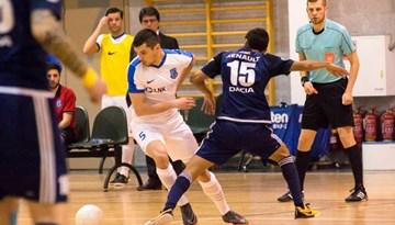 FK Nikars spraigā cīņā sasniedz telpu futbola Virslīgas finālu