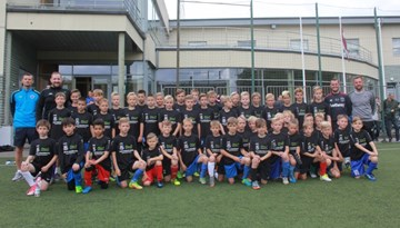Jauniešus un trenerus aicina uz Baltijas Futbola skolas nometnēm jūlijā