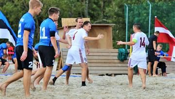 Latvijas pludmales futbola izlase pārbaudes spēlē uzvar Igauniju