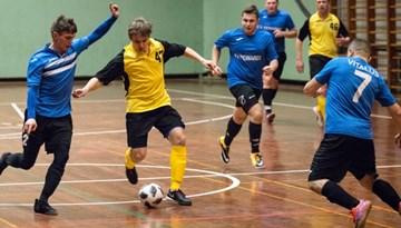 Vēl 100 spēļu Rīgas telpu futbola čempionāta pirmajā posmā