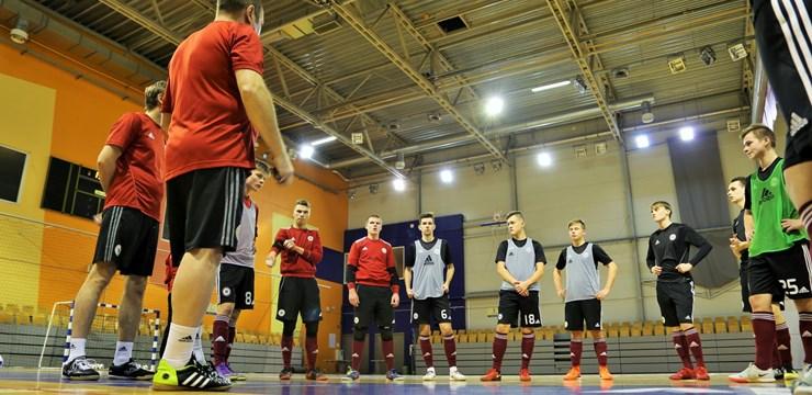 FOTO: Latvijas U-19 telpu futbola izlase gatavojas spēlēm pret Gruziju
