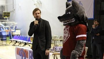 Kaspars Gorkšs un Vilks ciemojas FK Dinamo Rīga Jaungada pasākumā