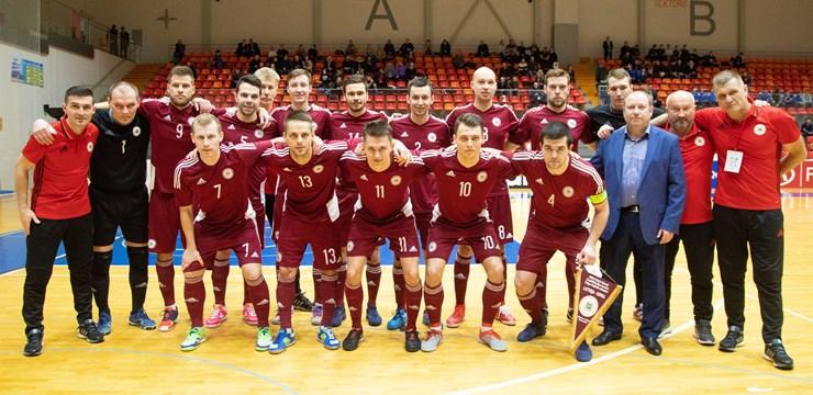 Telpu futbola izlase Pasaules kausa kvalifikāciju sāk ar neizšķirtu