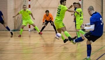 Apgriezienus uzņem Rīgas telpu futbola čempionāta izšķirošais posms